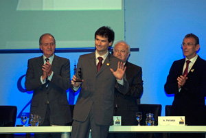 Jaime Turazzi Naveiro receives his award from the King of Spain